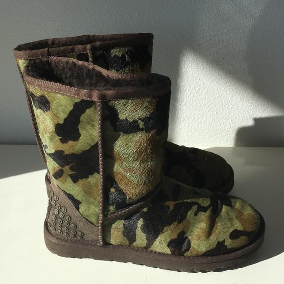 a8e897e84e1bc UGG Shoes   W Rowland In Green Camo Size 6   Poshmark